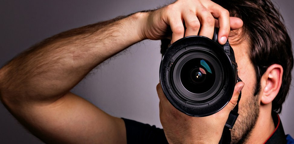 Here's How You Can Fake a Professional Headshot Photo Shoot for Free