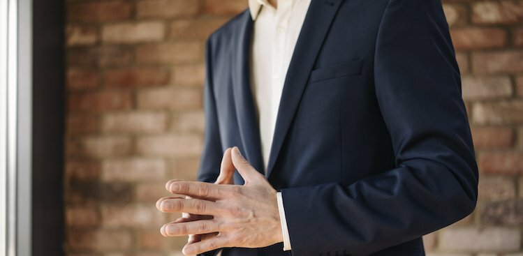 How to Use Hand Gestures to Appear More Confident When You Speak