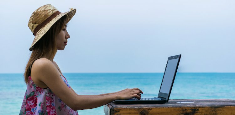 What You Need to Know About Job Searching Over the Summer, According to Experts